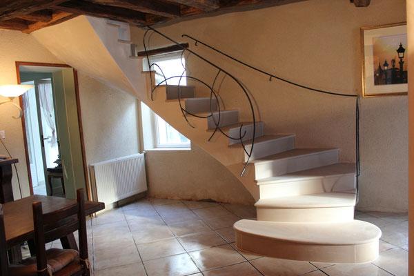 escalier béton recouvert de pierre Portugaise (société pierres & prestiges)enduit plâtre coté et dessous