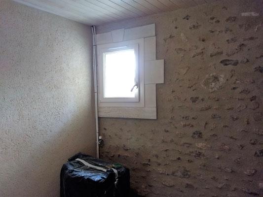enduit plâtre sable gratté entourage fenêtre pierre et enduit chaux