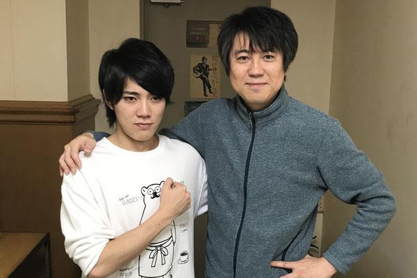 パク・ジュニョンさんの沖縄ツアーのサポート・ドラマーとしてプロ・デビューした大木拓也君と。