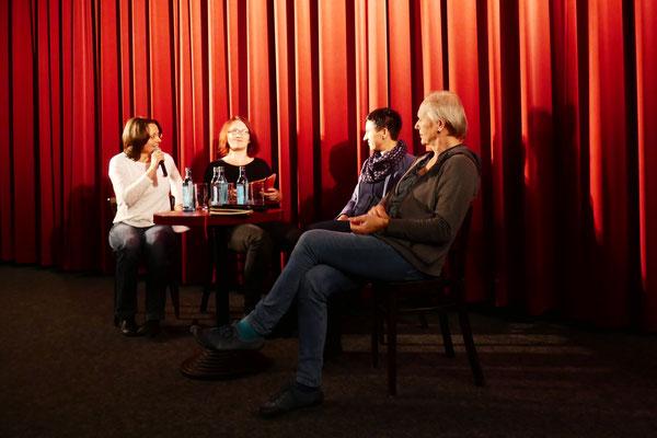 v.l.n.r.: Susanne Seifert (Kuratorin des Filmprogramms), Britta Borrego (LAG Queeres Netzwerk Sachsen), Franziska Schneider (Stabsstelle Diversity Management der TU Dresden), Ria Klug (TransInterQueer Berlin e.V.)