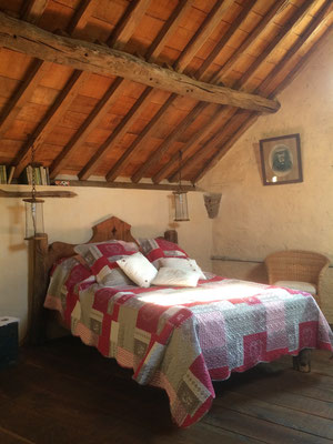 The large bedroom on the 1st floor from the cottage Chez Fereol.