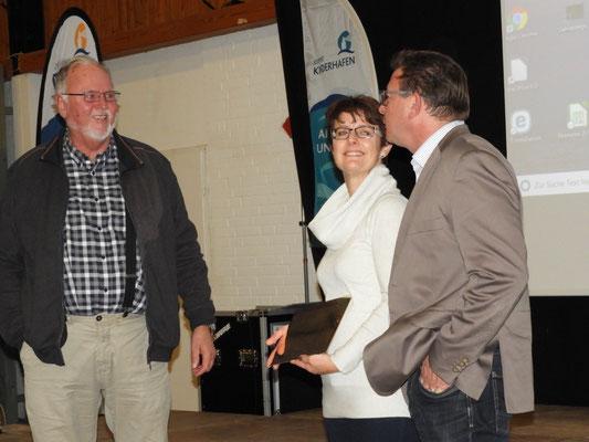 Dr. Möller vom HuK mit Sandra und Volker Pung