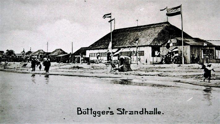 """Böttger's Strandhalle mit """"Giftbude"""" links"""