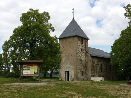 Restaurierte Kirche vom verlassenen Dorf Wollseifen nahe der NS-Ordensburg Vogelsang