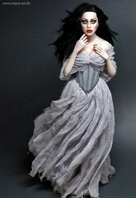 """Vampire """"Alyssa"""" - 11.5 inch - 28,5 cm"""