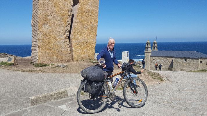 Gerhard ist mit seinem Fahrrad immer vorgefahren.