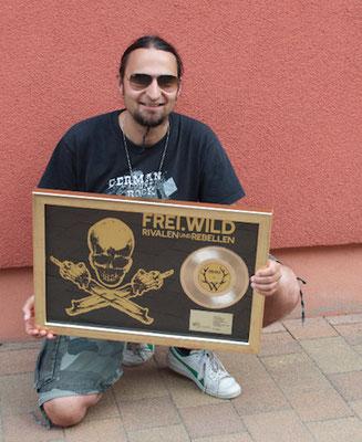Goldene Schallplatte für Rivalen und Rebellen von Freiwild