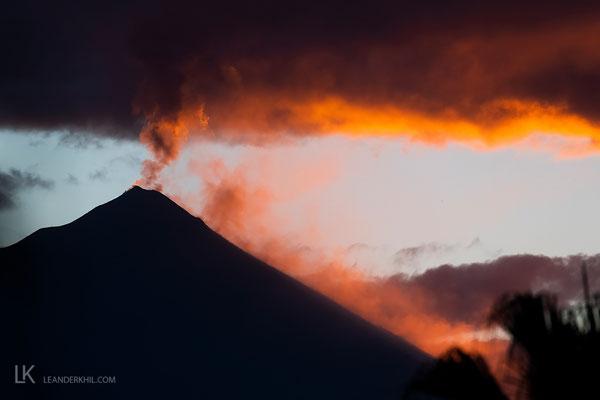 Unicorn Kaffee wächst mit diesem Ausblick, auf den aktiven Vulkan Fuego