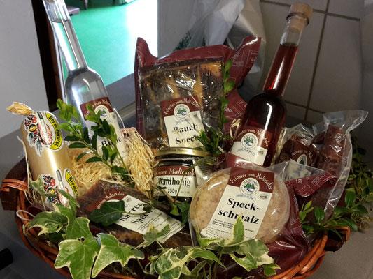 Hofladen Kronegg: Geschenkkorb mit hauseigenen Produkten