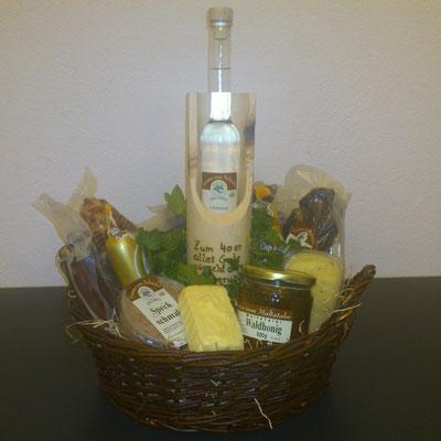 Geschenkkorb mit Imkereiprodukten aus dem Maltatal