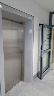 Zarge Aufzugtüre