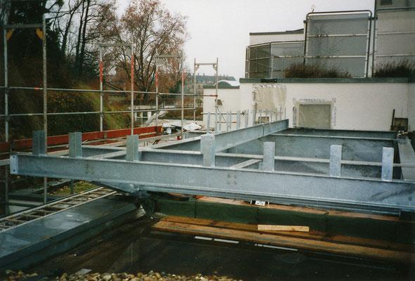 Unterbau Technikzentrale freitragend über Dach (1)