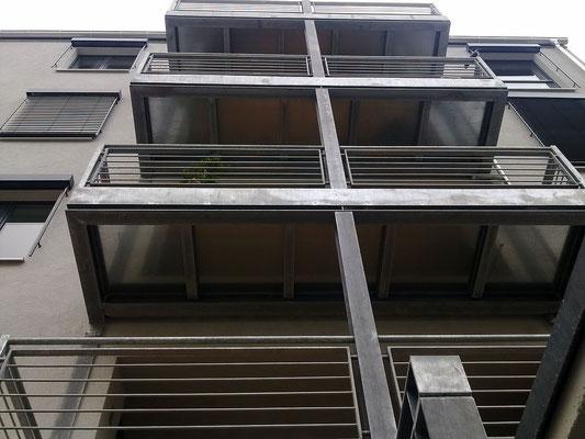 Balkonanlage mit Mittelstütze 4 Ebenen