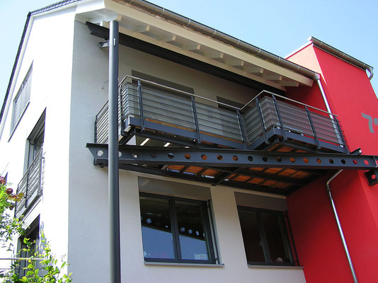 Balkon mit Abfangträger