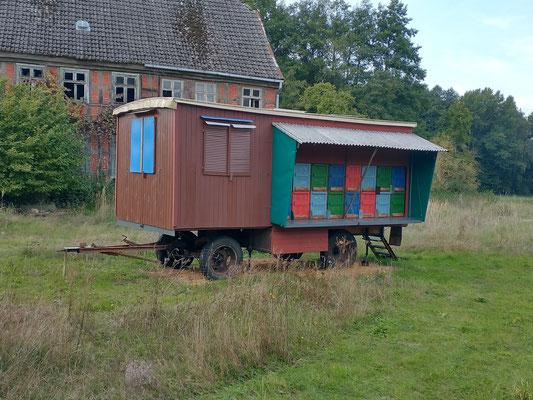 Der Bienenwagen noch am alten Standort in Neuendorf