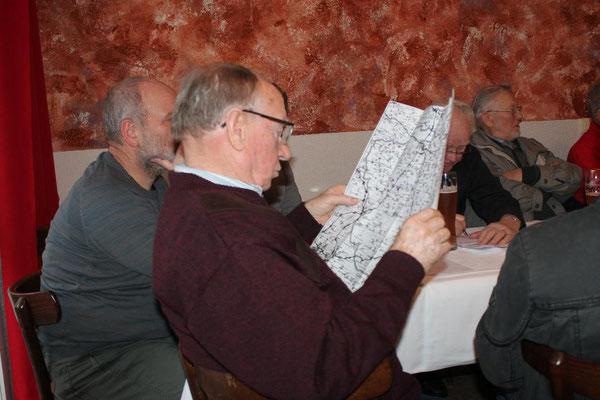 Aufmerksam wurde die Karte mit dem Faulbrut.Sperrbezirk studiert.