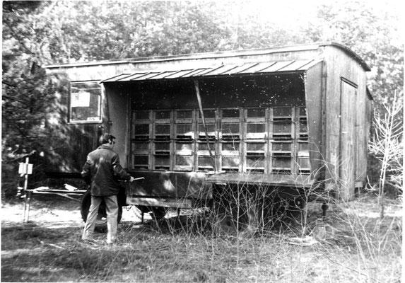 Kontrolle am Bienenwagen