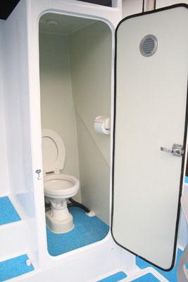 個室水洗トイレ(女性も安心です♪