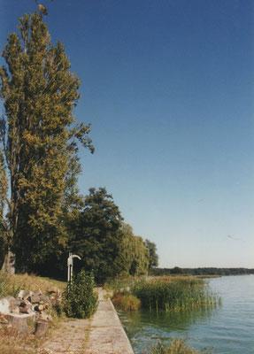 Während der privatwirtschaftlichen Zeit befand sich ein Willkommensschild am Ufer des Grundstücks.