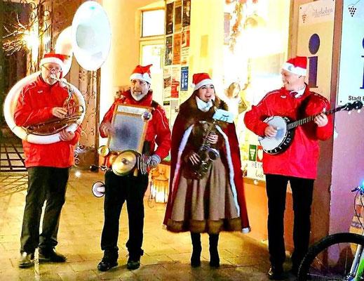 Katrin & her Christmas Heroes auf dem Weihnachtsmarkt Edenkoben in der Pfalz