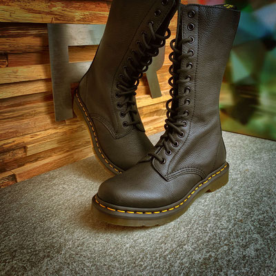 152 00 00 019 - Dr. Martens 1B99 Virginia - €209,00