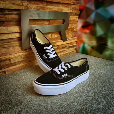 801 00 00 008 - Vans Authentic Platform - €75,00