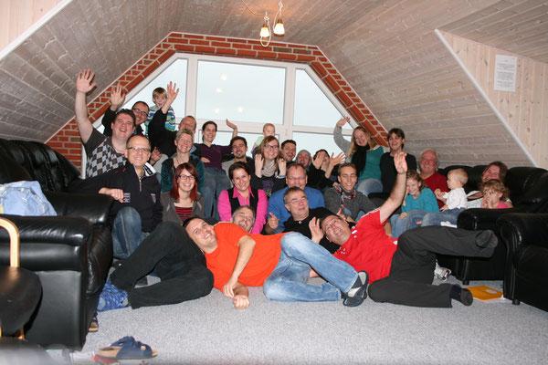 """2013: Teilnehmer des """"Camp Magic"""" in Dänemark. Von 2008 bis 2015 machten sich mutige Teilnehmer zusammen mit Tom Krause auf, ihre andere Seite zu entdecken."""