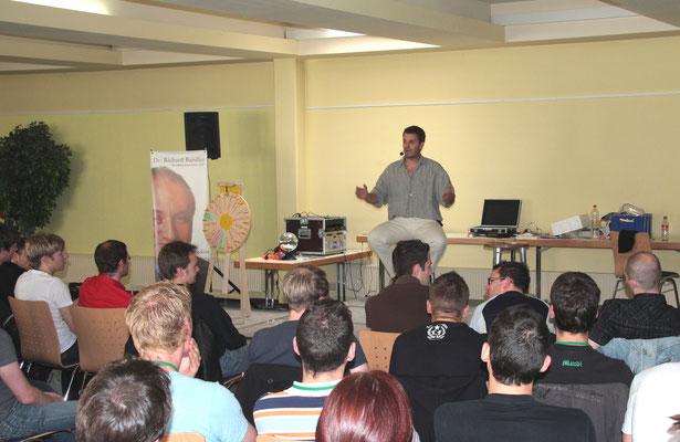 2009: Hypnose mit 90 Teilnehmer in München. Oft wurde bis 3 Uhr morgens gearbeitet.