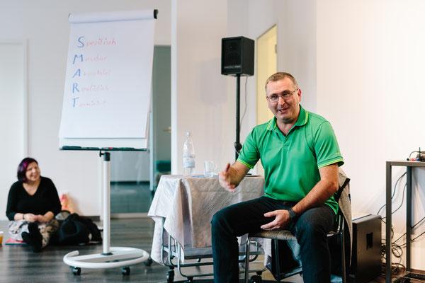 Trainer Michael Nawara bewies, dass hypnotische Zustände auch bei vollem Bewusstsein entstehen können.