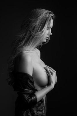 Portrait Sensual, Available Light