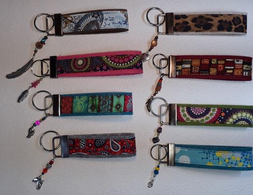 Schlüsselanhänger aus Filz mit Stoff und verschiedenen Anhängern, abgebildete Motive solange Vorrat reicht  (mehr unter Schlüsselanhänger), Preise wie abgebildet 7€.