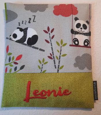Pandas grau mit roter Schrift auf khaki Stoff, nur noch wenig Stoff da