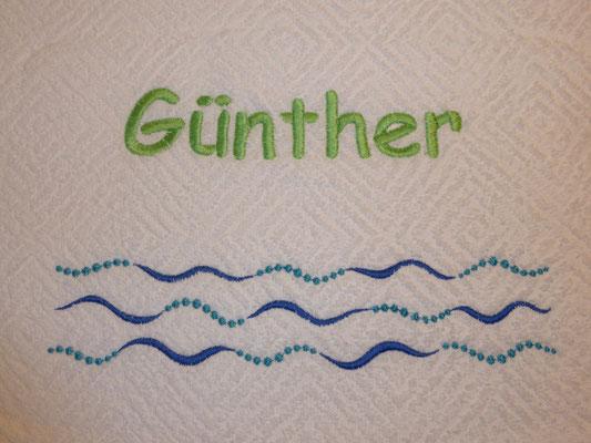 Name und Motiv auf unifarbenem Badetuch, Schriftart Comic Sans