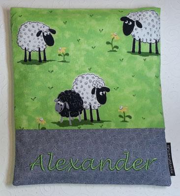 Schafe grün mit grauem Schrift-Hintergrund