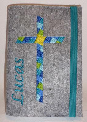 Stickmotiv Mosaikkreuz in blau-türkis mit Gummi petrol auf Filz in hellgrau-meliert