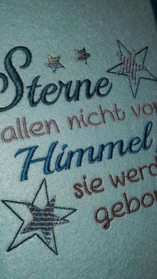 """Stickmotiv """"Sterne fallen nicht"""" in taupe-silber-petrol auf Filz in pastell türkis im Detail, mit Farbverlaufsgarn (Stickdatei Rock-Queen)"""