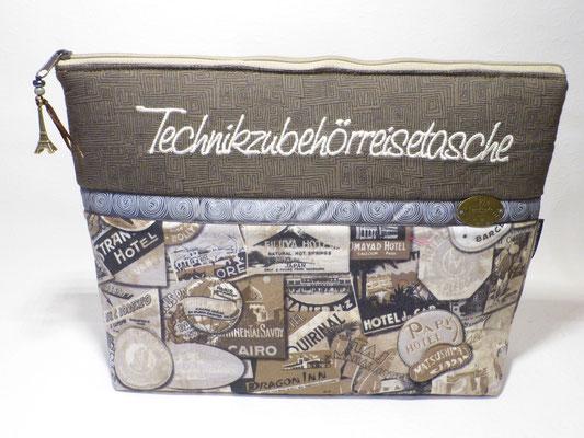 Tasche für Technikkram (Akkus, Kabel, usw.) auf Reisen mit Seitenfächern - ins Hauptfach passt auch ein Tablet oder e-Reader hinein...