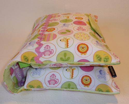 """Wickeltasche zum aufklappen, so sieht sie befüllt aus (Stoff """"Kreise rosa-grün"""")"""