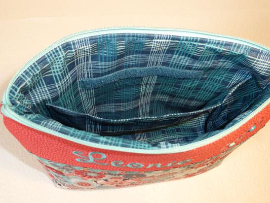 ...Innenfutter aus beschichteter Baumwolle mit separatem Fach mit Klettverschluss