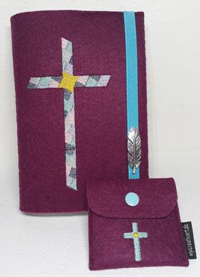 Stickmotiv Mosaikkreuz in Pastellfarben auf Filz in hortensie mit Rosenkranztäschchen Kreuz (Stickdatei Tanja Resing- himbeerdesign)