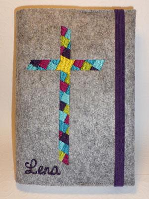 Stickmotiv Mosaik-Kreuz in türkis-lila-pink-grün mit Gummi in lila auf Filz in grau-meliert