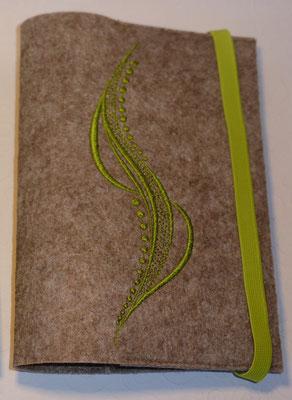 Stickmotiv Welle in apfelgrün mit Gummi in apfelgrün auf Filz in kamelhaar (Filzfarbe fällt jetzt viel heller aus)