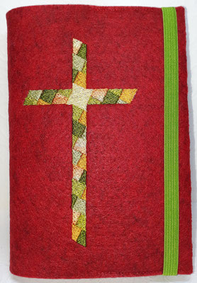 Stickmotiv Mosaik-Kreuz in grün-orange mit Gummi apfelgrün auf Filz in rot-meliert