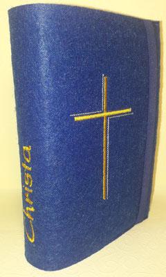 Stickmotiv Dreifarbiges Kreuz in gold-silber auf Filz in dunkelblau (Stickdatei Rock-Queen)