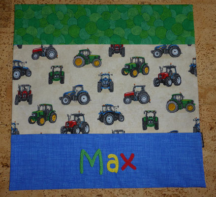 Kissen in Größe 40 x 40 cm mit dem Lieblingsstoff von Max (dieser Traktorstoff vergriffen, aber viele ähnliche da)