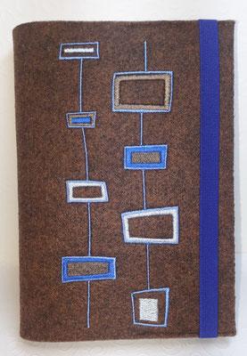 Stickmotiv Rechtecke in blau-nougat-silber auf Filz in braun-meliert
