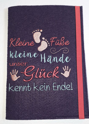 """Stickmotiv """"Kleine Füße"""" in koralle-türkis-apricot auf Filz in burgund (Stickdatei Rock-Queen)"""
