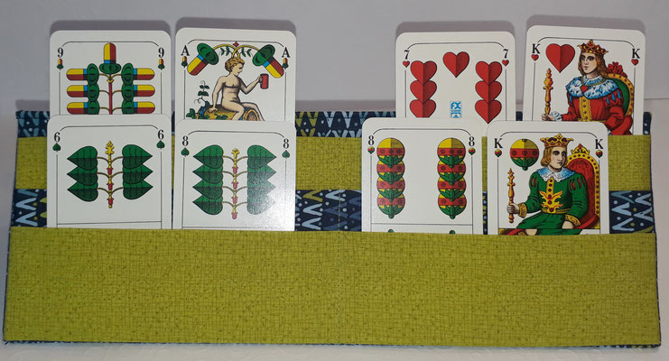 Hier sieht man die drei verschiedenen Ebenen mit Schafkopfkarten.