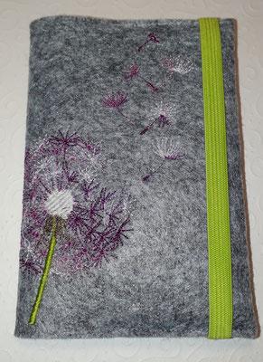 U-Heft mit Pusteblume, hier ist die Blüte mit Farbverlaufsgarn, auf Filz in hellgrau-meliert, in verschiedenen Farbkombis möglich (Stickdate von Rock-Queen)