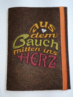 """Motiv """"Bauchherz"""" in orange-grün-weinrot auf Filz in braun-meliert, Gummi orange (Stickdatei Rock-Queen)"""